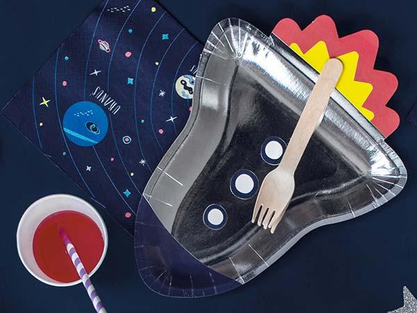 Праздничная космическая посуда и украшения