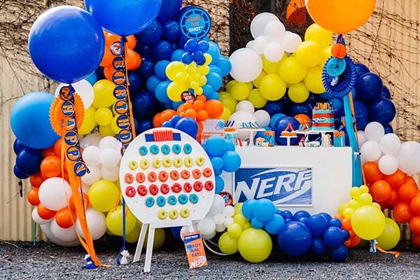 Вечеринка в стиле Nerf: оформление и сервировка стола