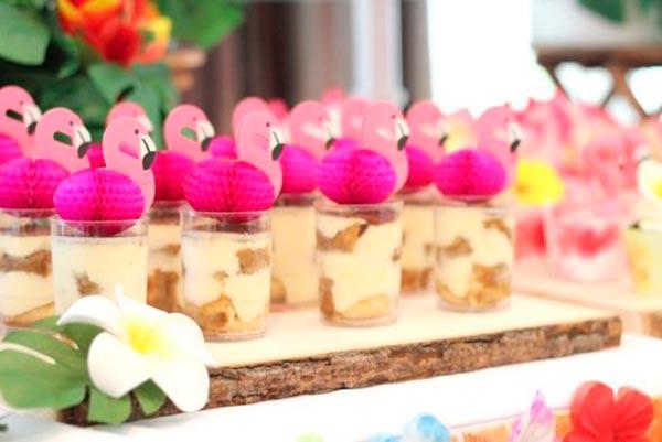 Вечеринка с фламинго: праздничный стол