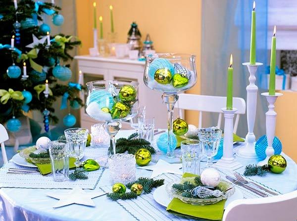 Новогодняя сервировка стола в ярких тонах