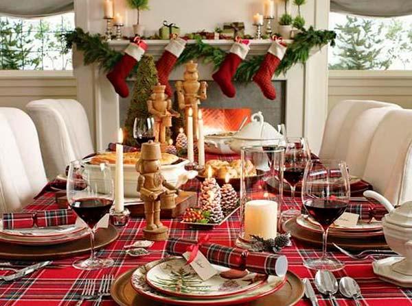 Новогодняя красно-белая сервировка стола