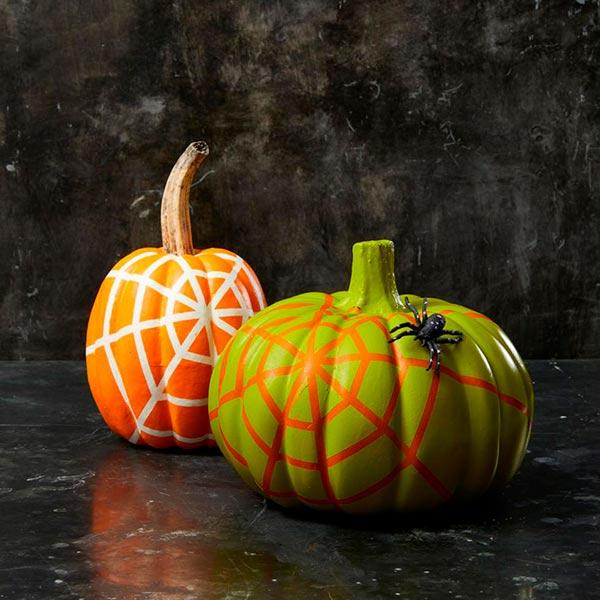 Тыквы с паутиной и пауком - оформляем Хэллоуин-вечеринку